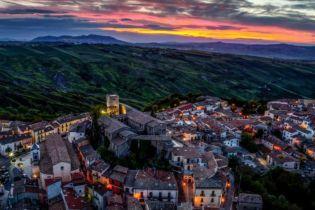 Спалах китайського коронавірусу: в Італії через інфекцію ізолювали десять міст