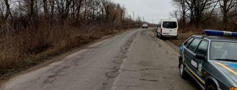 На Харківщині біля траси виявили тіла двох збитих автомобілем чоловіків