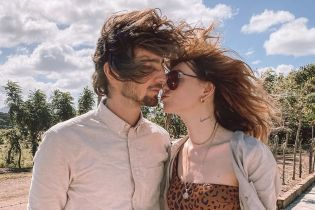 Объятия, поцелуи и пляж: Надя Дорофеева с мужем показали романтические снимки из отпуска