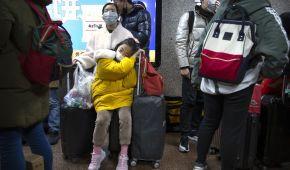 Маски на лицах и проверка пассажиров в самолетах. Мир паникует из-за убийственного вируса в Китае