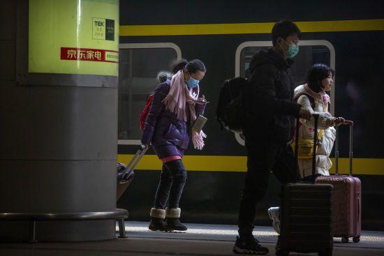 У Китаї повідомили про нових жертв загадкового вірусу, хворих вже близько 300