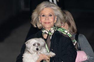 В зелених штанях і з собакою на руках: 82-річна Джейн Фонда в об'єктивах папараці