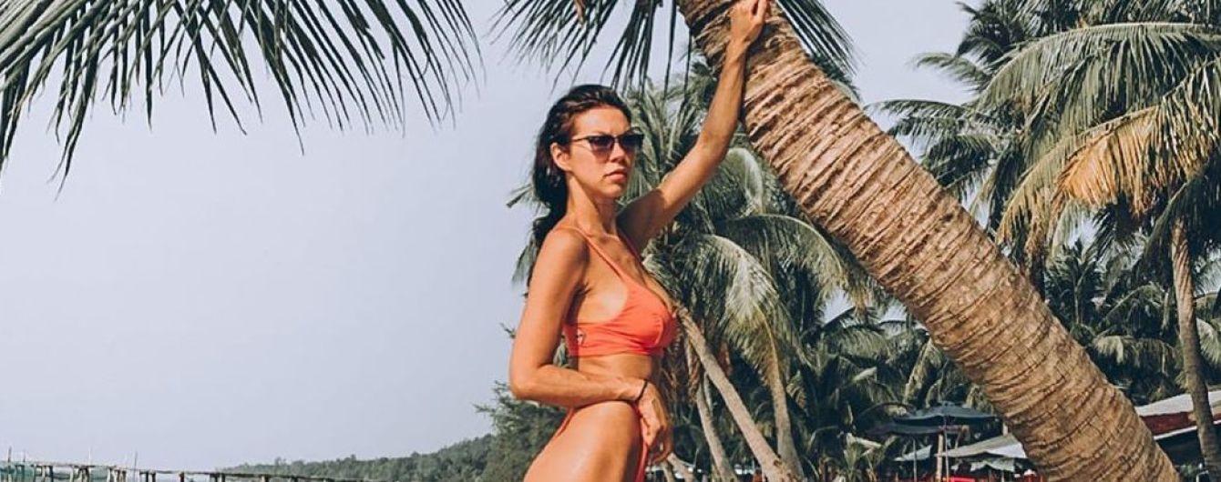 С разных ракурсов: Полина Логунова похвасталась стройной фигурой в бикини