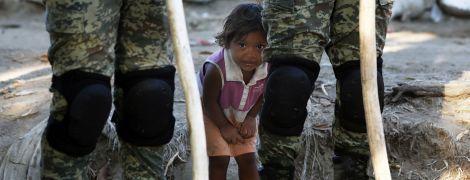 Жизнь на берегу реки и столкновения с силовиками: как мигранты пытались попасть в Мексику