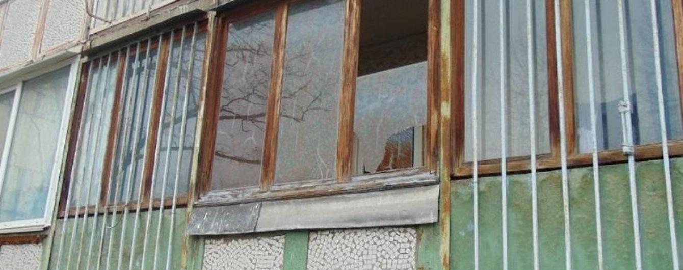 У Києві посеред ночі грабіжник вліз на балкон 74-річної жінки та погрожував ножем