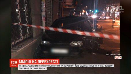 Один человек погиб, четверо получили травмы в результате ДТП в центре Одессы