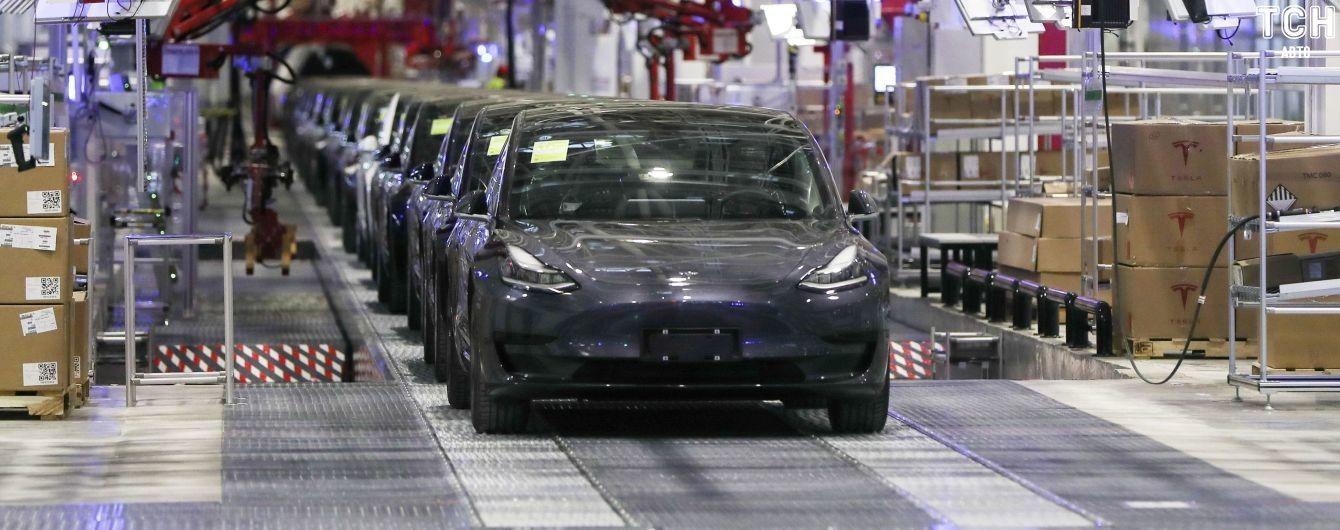 Продажі Tesla Model 3 втричі випередили найближчого конкурента. Рейтинг