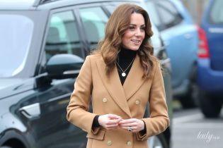 В пальті за 194 долари: герцогиня Кембриджська справила враження новим аутфітом