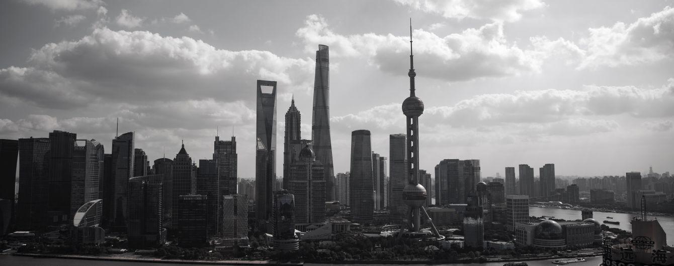 Вулиці Шанхаю дезінфікують через новий смертельний вірус