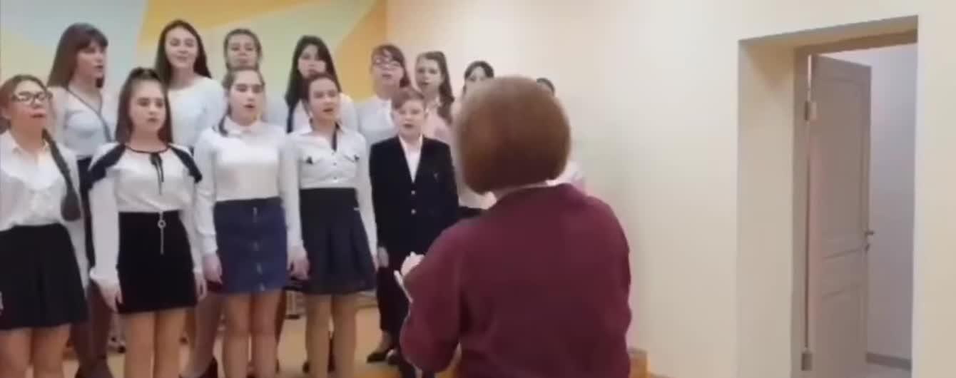 """В Росії дитячий хор зустрів Путіна піснею зі словами """"Как хорошо, что ты кому-то нужен"""""""