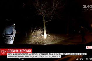 Патрульные в Одессе спасли женщину от собаки, который едва не загрыз свою хозяйку