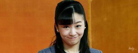 В клетчатом жакете и с улыбкой: японская принцесса Како на выставке лоскутного шитья