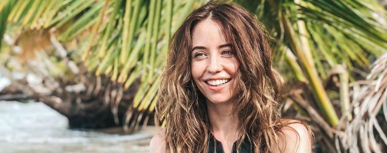 Она идеальна: Надя Дорофеева в купальнике позировала на берегу Атлантического океана