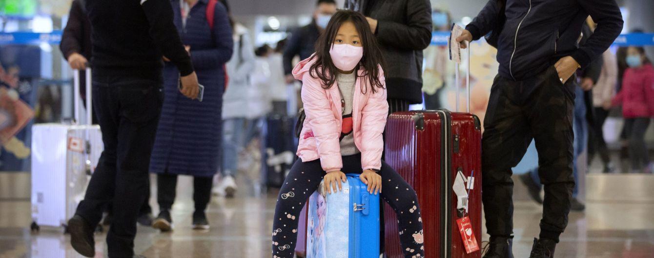 В Китае заявили о вспышке коронавируса среди сотрудников аэропорта Шанхая
