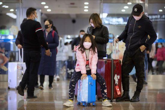 У Китаї зафіксували рекордно низький приріст нових випадків коронавірусу, однак додали ще одну смерть