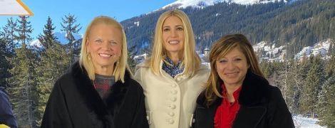 На фоне заснеженных гор: Иванка Трамп в элегантном образе дала интервью в Давосе