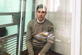 Владимир Остапчук показал фото из Подольского суда, где разводится с женой