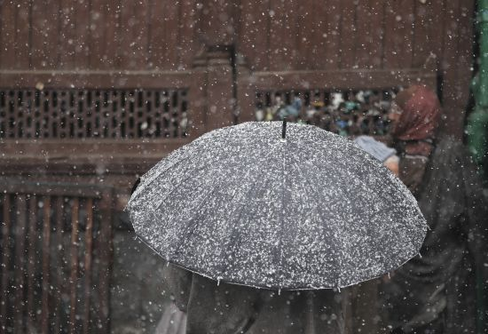 Місцями сніг та ожеледиця: погода в Україні на п'ятницю