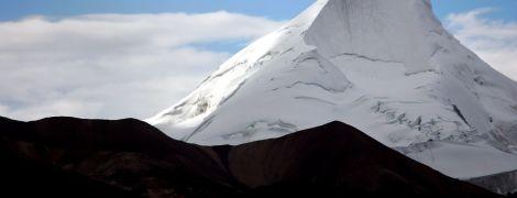 Ученые обнаружили внутри ледника в Китае 28 неизвестных ранее вирусов. Могут ли древние организмы вернуться к жизни