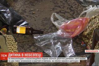 Без їжі і серед пляшок: на Миколаївщині від п'яних батьків забрали 2-річну дівчинку