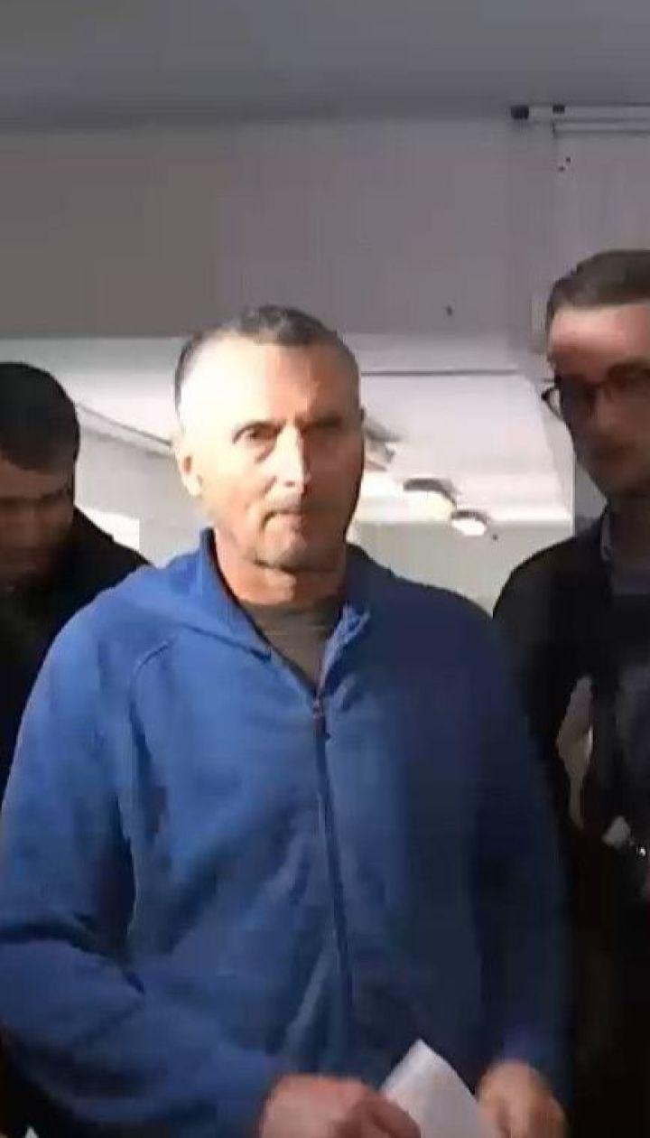 Трансплантолог-мільйонер, якого затримали на хабарі в 20 тисяч доларів, цілком визнав свою провину