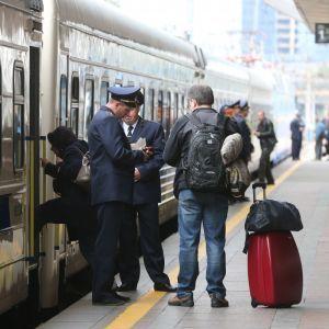 """Немецкая Deutsche Bahn будет консультировать """"Укрзализныцю"""". Что не так с украинским перевозчиком"""