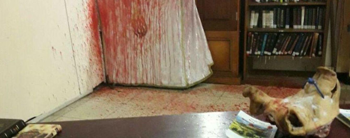 Правоохоронці затримали чоловіка, який паплюжив та підривав культові пам'ятники, могили та синагоги