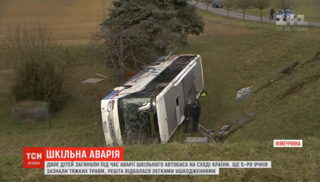 В Германии школьный автобус попал в смертельную аварию. Есть погибшие