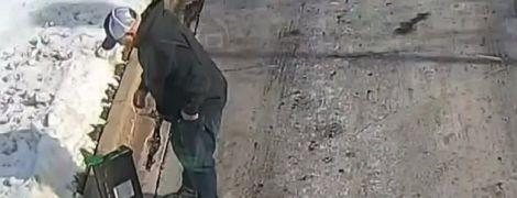 Американец нашел 27 тысяч долларов посреди улицы и вернул их в банк