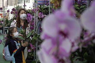 """Через вбивчий коронавірус у Китаї закрили вже 13 міст, """"Діснейленд"""" та частину Великої стіни"""