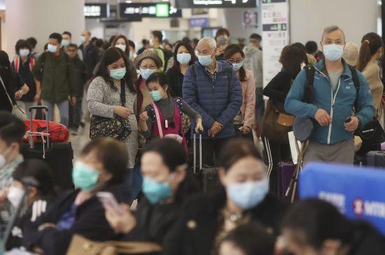 Вбивчий коронавірус з Китаю. В Гонконгу оголосили надзвичайний стан, а США евакуює своїх громадян з Уханя