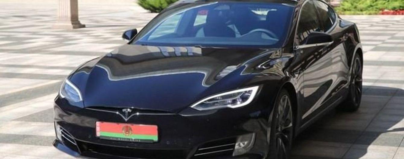 Лукашенко порівняє Tesla і перший білоруський електрокар