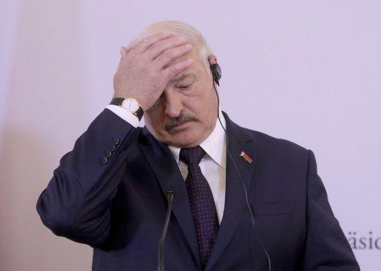 Лукашенко закликав безробітних через коронавірус громадян знайти будь-яку роботу