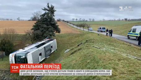 Двое дошкольников стали жертвами аварии с участием школьного автобуса в Германии