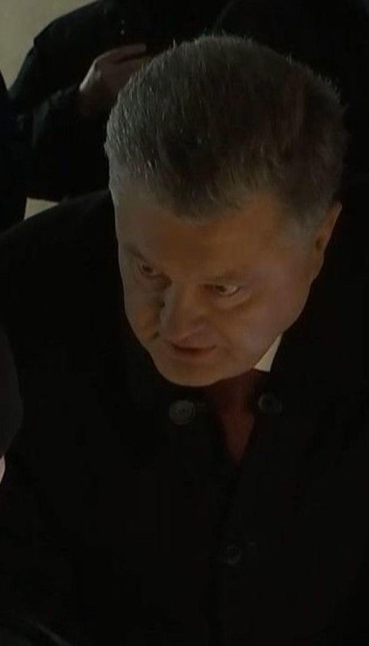 Около трех часов продолжался допрос Порошенко в ГБР