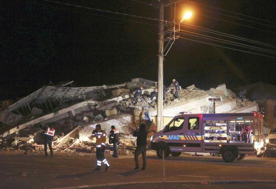 У Туреччині зросла кількість загиблих унаслідок потужного землетрусу