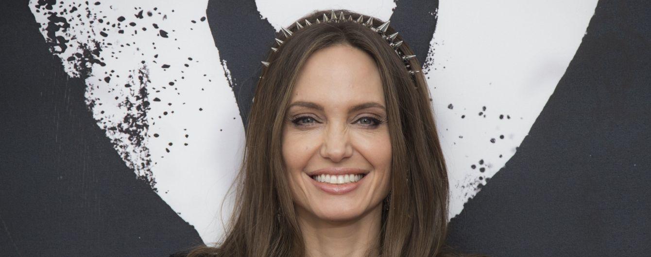 Анджелина Джоли создаст новостное антифейк-шоу для детей