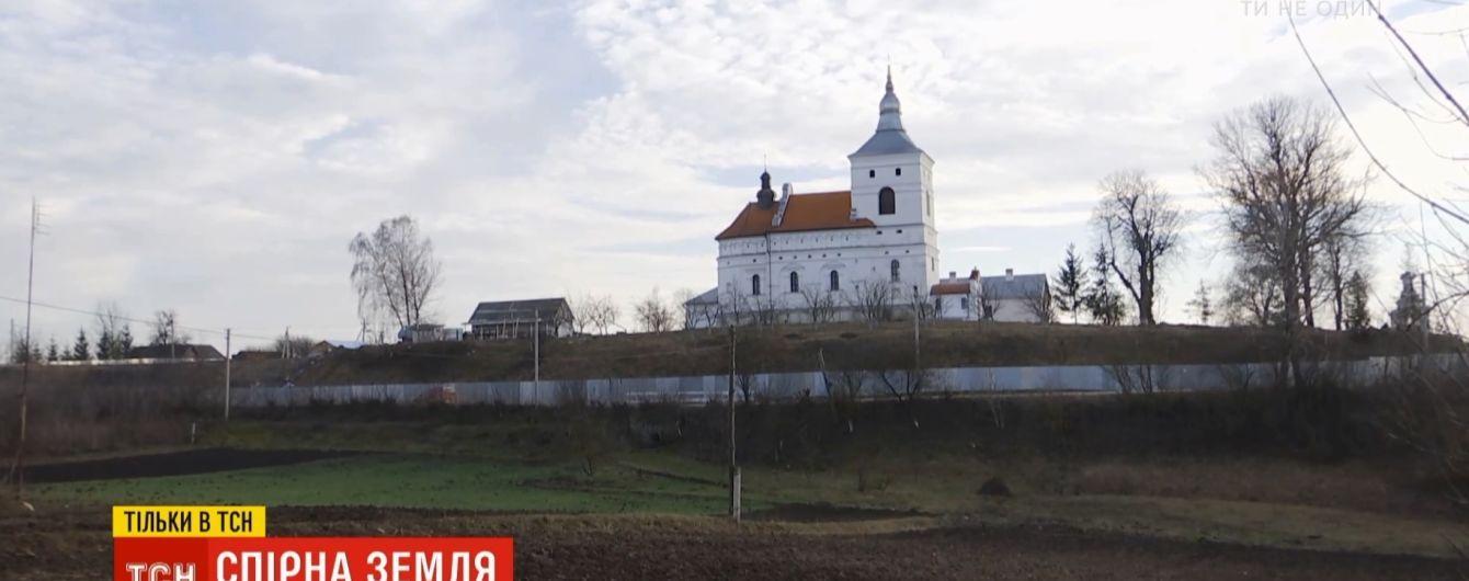 """Монастир РПЦ """"прихватизував"""" землю селян на Тернопільщині"""