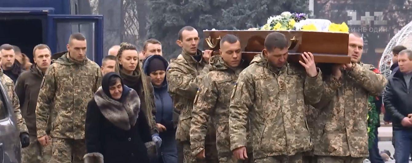 Луцк попрощался с погибшим в ООС 22-летним добровольцем