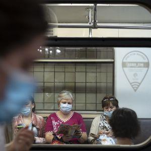 Уряд не планує вводити жорсткий карантин - Шмигаль