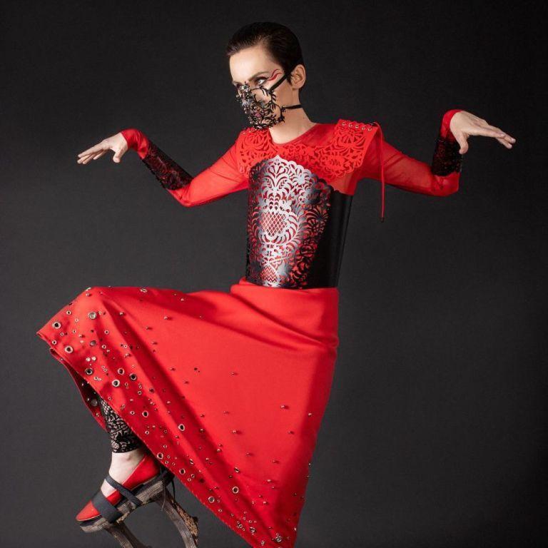 Солістка Go_A Катерина Павленко у червоній сукні та корсеті знялася для Vogue