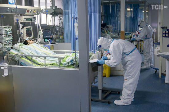 У Китаї від коронавірусу помер раніше вилікуваний пацієнт