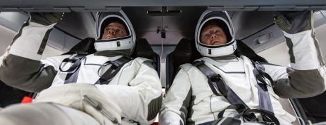 Зиплайн в корзинах и примерка скафандров: как астронавты NASA готовятся к первому полету на Crew Dragon