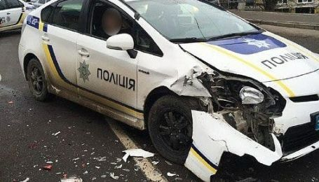 В Ровно полицейское авто столкнулось с легковушкой. Фото