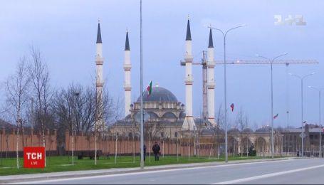 В Чечне задержали 25 человек за распространение фото с изображением Кадырова в рясе
