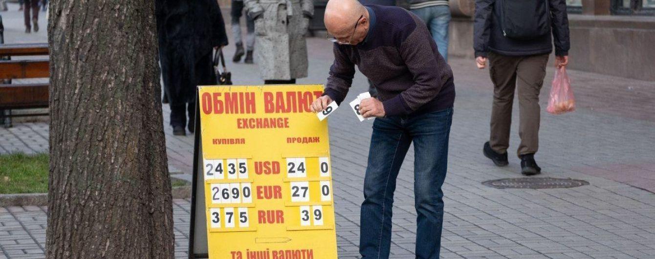 Стоимость доллара и евро снова поползла вверх. Курсы валют Нацбанка на 28 января