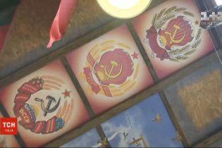 Советские флаги и портреты диктаторов: ТСН расскажет о месте, к которому не дошла декоммунизация