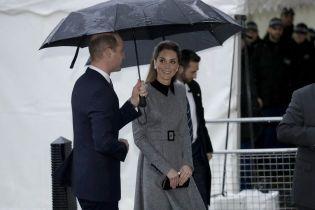 Принц Уильям и Кейт под зонтиком прибыли в Вестминстер по случаю годовщины Холокоста