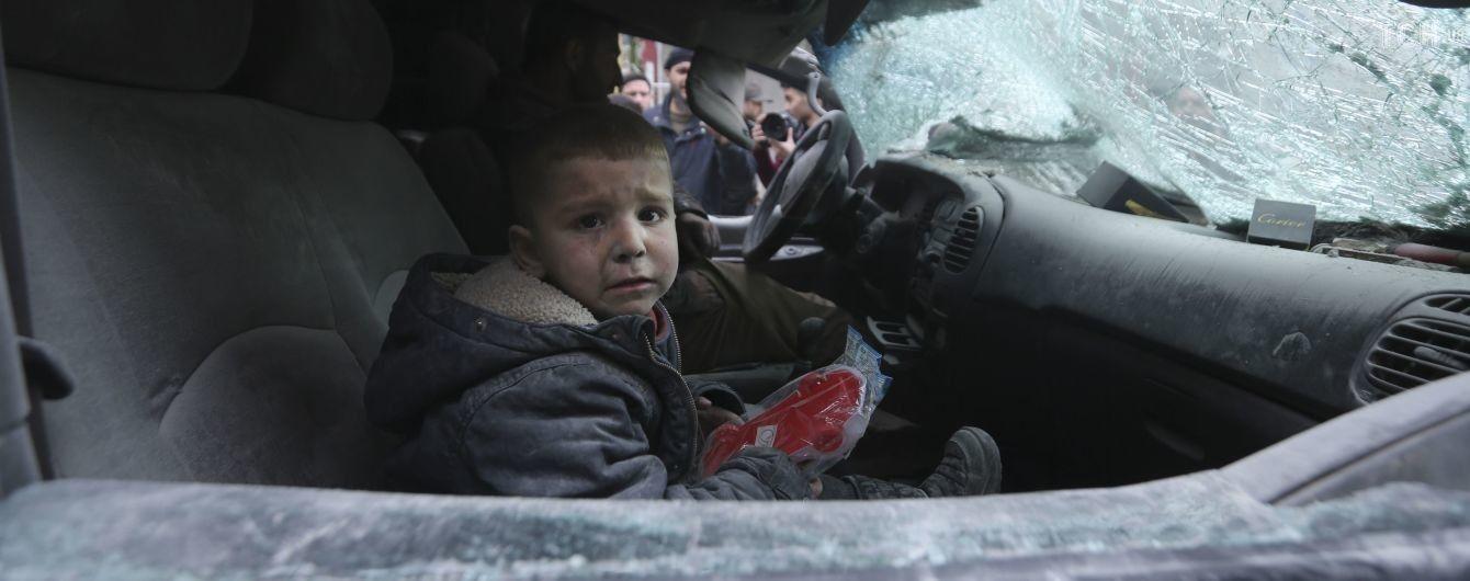 У бійні за Ідліб ударів зазнали школи та лікарні. Загинули щонайменше 20 мирних мешканців