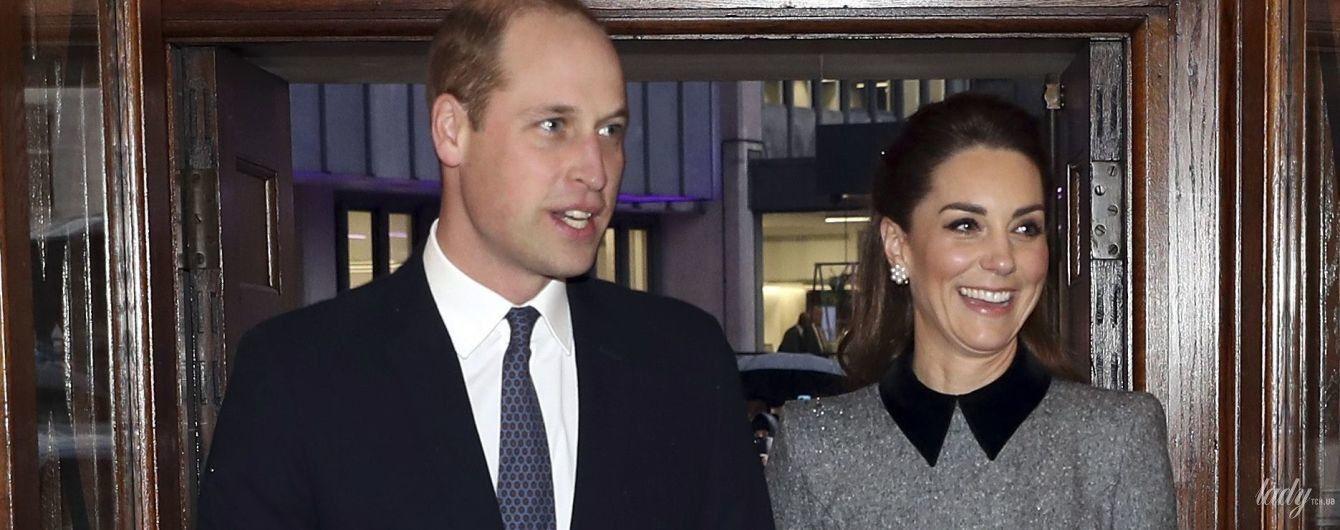 В елегантній сукні і перлинних квіткових сережках: герцогиня Кембриджська з принцом Вільямом відвідали службу